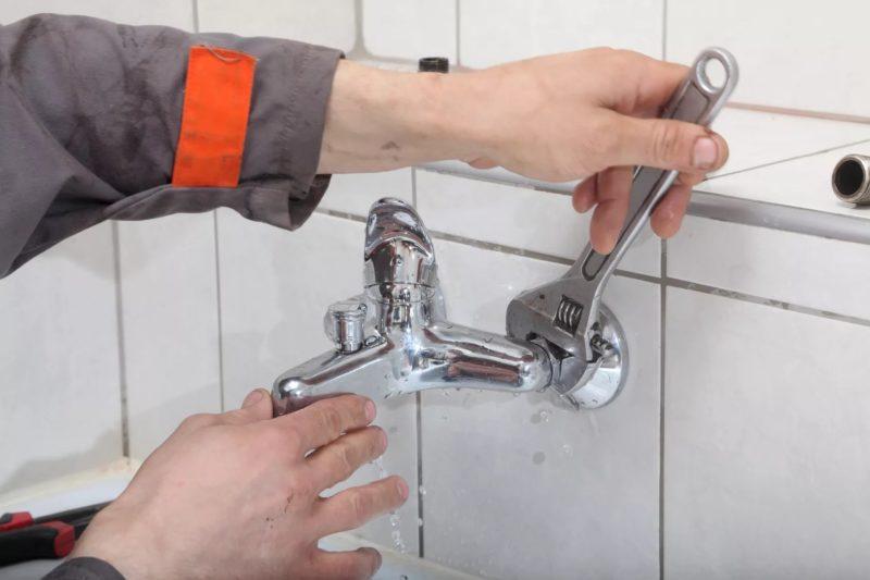 Как поменять смеситель в ванной подробная инструкция установки, необходимые инструменты полезные советы